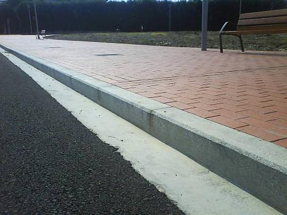 Materiales de construccin arri bordillos de granito for Bordillos de hormigon para jardin